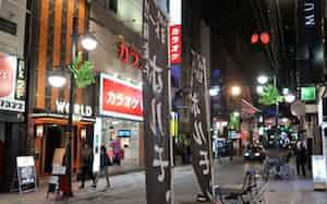 人通りが激減した広島市の歓楽街、流川地区(24日)