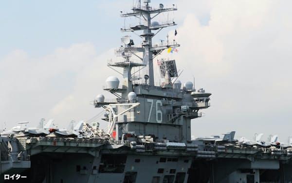 米海軍横須賀基地に配備されている原子力空母ロナルド・レーガン=ロイター