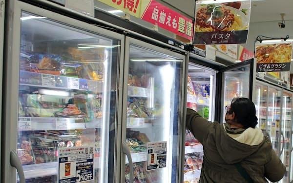 冷凍食品も売れている(千葉県内のスーパー)
