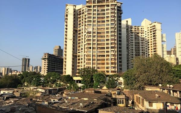 ムンバイでは高層マンションの建設が相次いでいる