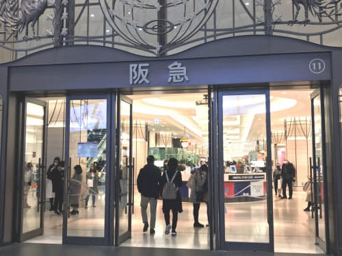 阪急うめだ本店と阪神梅田本店は食料品売り場のみ営業する