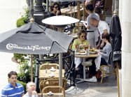 レストランチェーンのチーズケーキ・ファクトリーは全米の店舗の家賃について4月分を払うことができないと家主に伝えた=ロイター