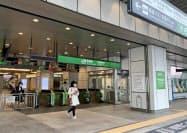 JR新宿駅の28日の利用者は、前年同曜日から76%減った(同日午後)