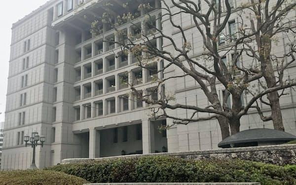 松井一郎市長は当面の間、不要不急の外出自粛を呼びかけた(30日、大阪市役所)