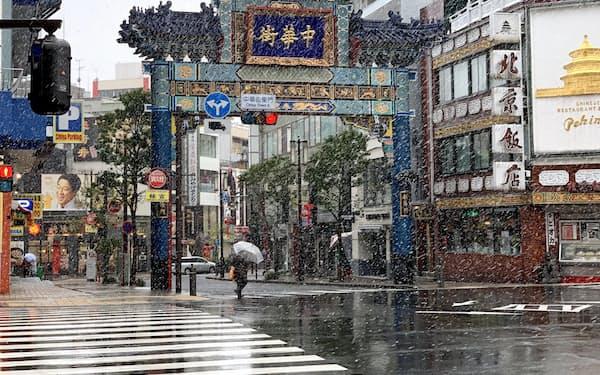 雪が降った中華街では観光客の姿が消えた(29日、横浜市)