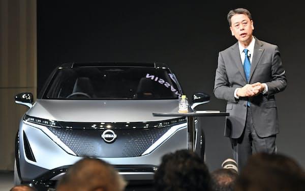 記者会見する日産自動車の内田誠社長兼CEO