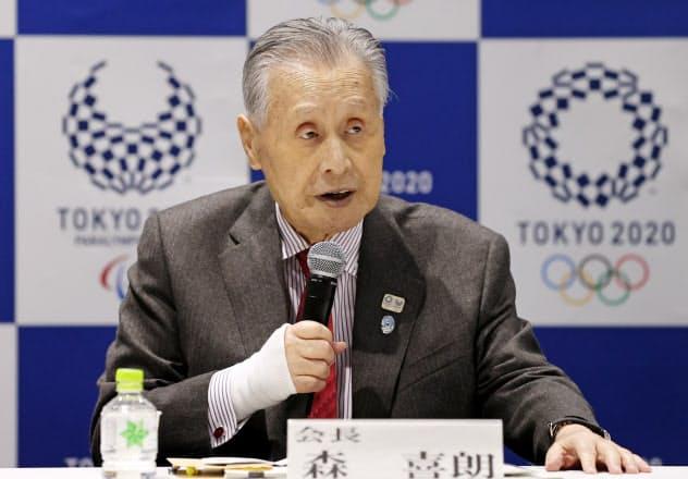 組織委員会の理事会であいさつする森喜朗会長(30日、東京都新宿区)=代表撮影