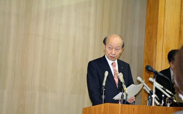 石井知事は「県の対応は常識的だと多くの県民に思ってもらえるだろう」と話す(31日)