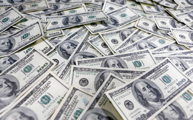 世界的なドル不足の懸念に対応する
