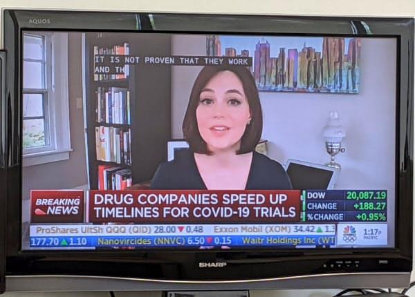 米テレビ局ではキャスターらが自宅からニュースを伝えている
