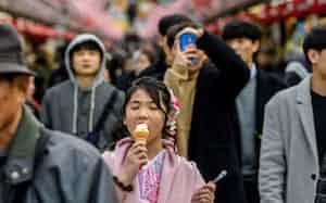 リラックスする少女の顔に東京の治安の良さを読み取った(Carl Court/Getty Images)