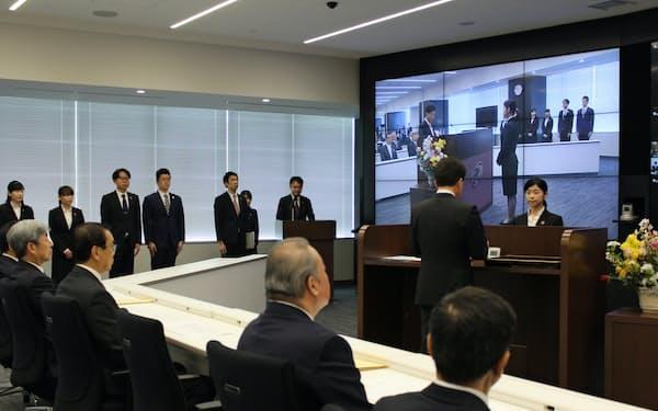 静岡銀行ではテレビ会議システムを使って柴田久頭取のあいさつや辞令交付を配信した(1日、静岡市のしずぎん本部タワー)