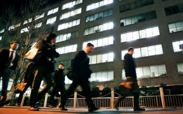 政府は若手官僚の離職に危機感を強め、全府省庁に業務改善に取り組むよう通知した(東京・霞が関)