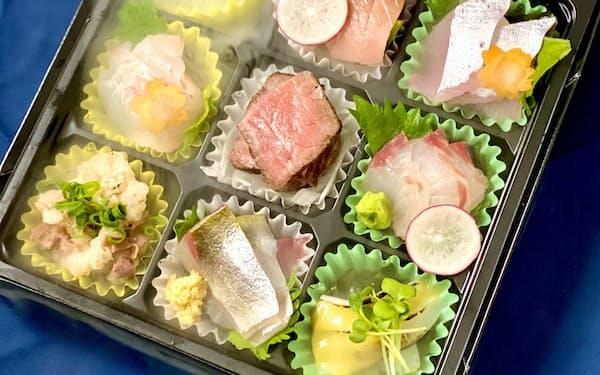長崎産の魚介類の刺し身詰め合わせにはドライアイスを使って演出を凝らした
