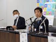 前橋市の山本市長(右)はJ2・ザスパクサツ群馬の選手で初めて新型コロナ感染が確認されたと発表した(同市)