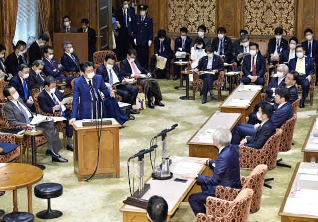 新型コロナウイルスの感染防止のため、座席間隔を空けて実施した参院決算委(1日)