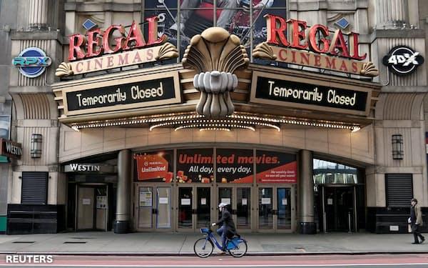 営業を停止した映画館も事業中断保険の補償を受けられない可能性が高い(ニューヨークのタイムズスクエア)=ロイター