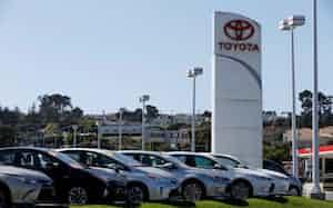 3月半ば以降の販売が急落した(カリフォルニア州のトヨタの販売店)=ロイター