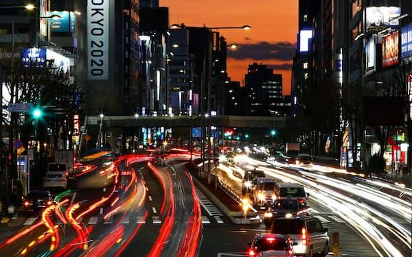 絶えず沈んでは昇る太陽と五輪準備に忙しい東京を重ねた(Clive Rose/Getty Images)