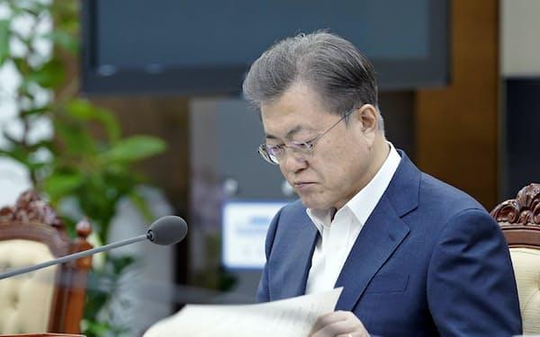 文在寅大統領は会員全員の調査を指示した(3月23日、韓国大統領府提供)