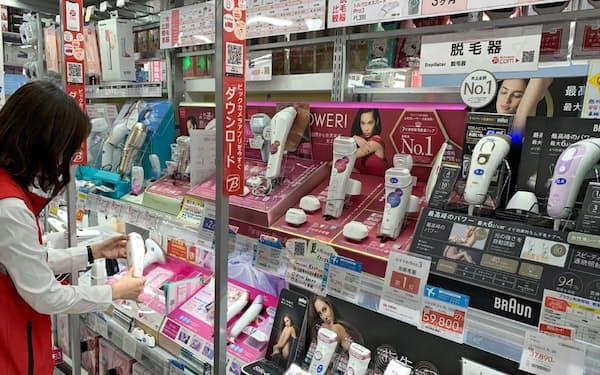 市場拡大で量販店の売り場のスペースも拡大し、年中、専用の商品棚を設けている(ビックカメラ有楽町店)