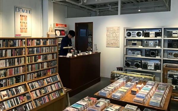 新旧6000本のテープがそろう東京・中目黒の「Waltz」