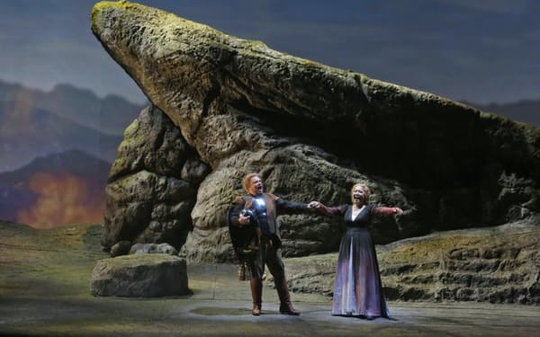演出は技術を駆使し、神話的・歴史的情景を再現した=びわ湖ホール提供