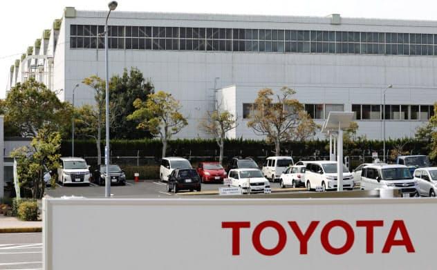 新型コロナウイルスの影響で、生産ラインを一部停止したトヨタ自動車の高岡工場(3日午前、愛知県豊田市)