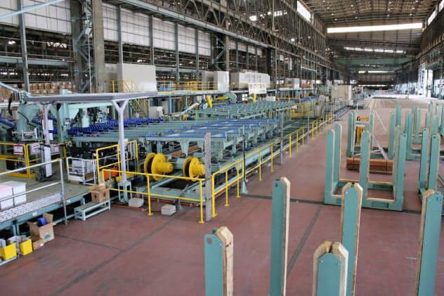 大同特殊鋼が稼働を始めた知多第2工場の棒鋼の二次加工ライン(愛知県知多市)
