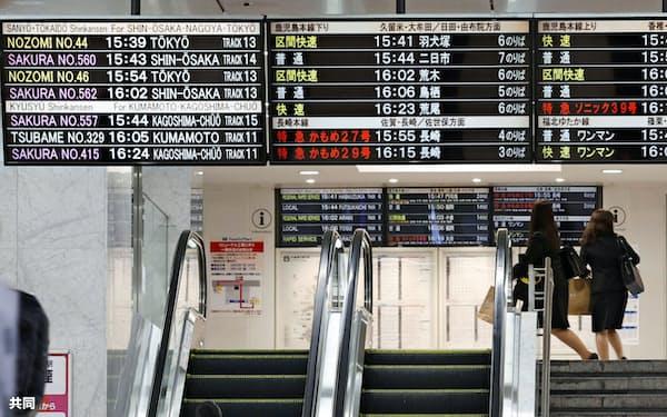 利用客がまばらなJR博多駅(3日午後、福岡市)=共同