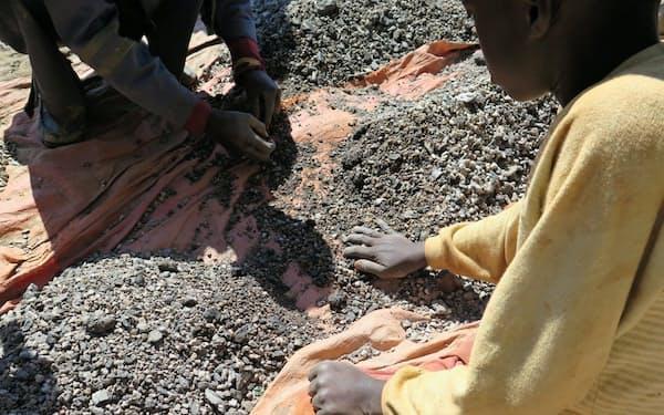 スマホ部材の調達網はコンゴ共和国のコバルト鉱山にも広がっていた。(C) Amnesty International and Afrewatch