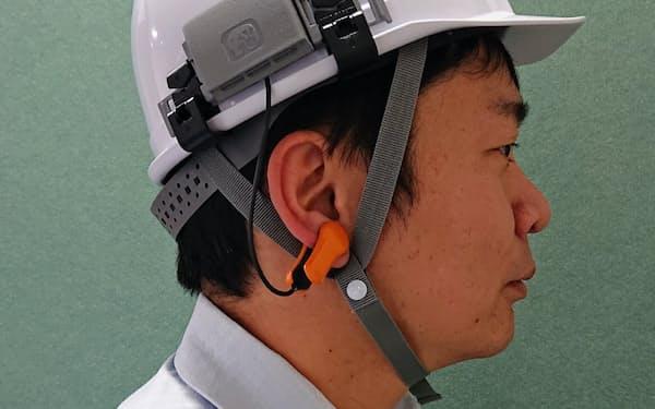 耳たぶの温度から深部体温を予測。加速度などの情報とともに分析