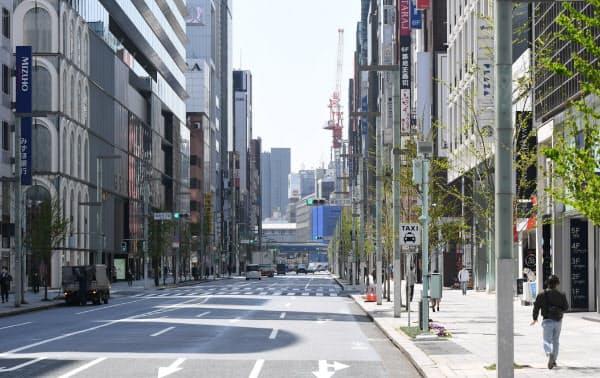 緊急事態宣言が出ても外出自粛要請に強制力はない(4日の東京・銀座)