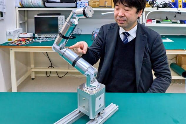 全方向に動く関節を開発し、ロボットアームを小型化した(盛岡市)