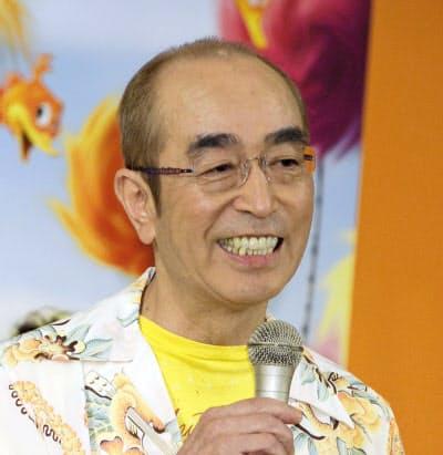 「コロナの怖さを改めて志村さんが教えてくれました」などの投稿があった(2012年9月、東京都内)=共同