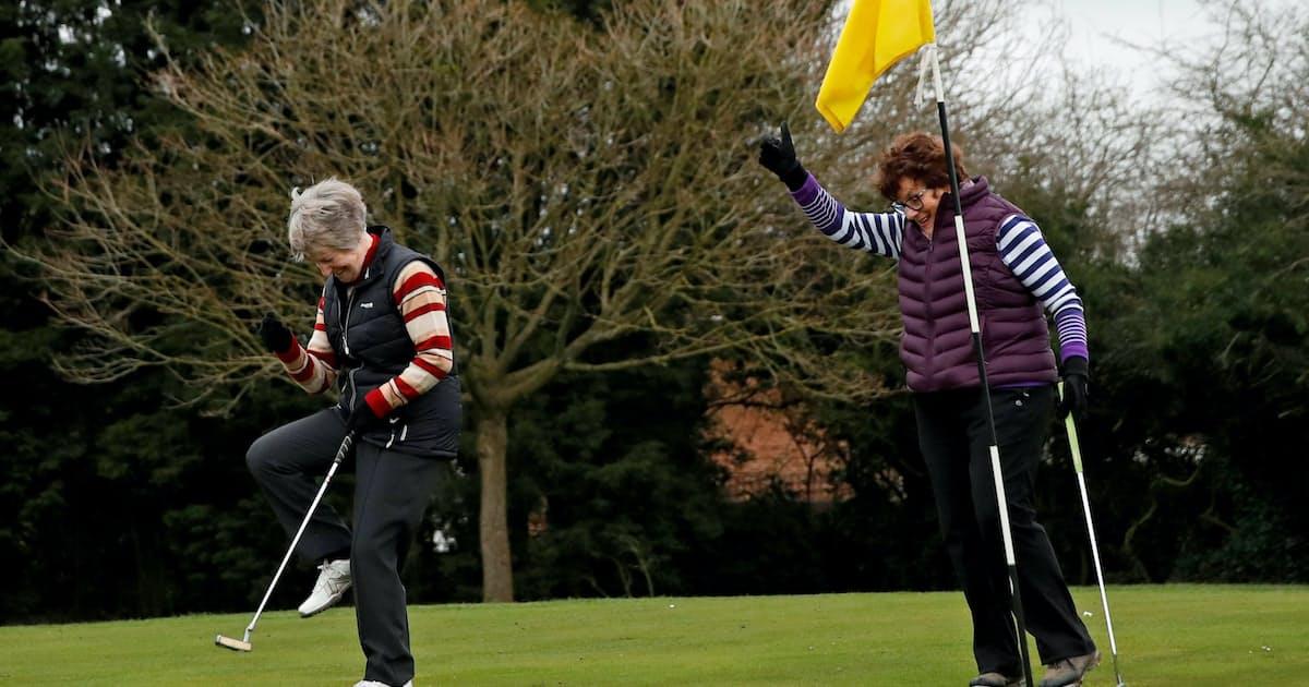 ゴルフ 場 は 自粛 しない のか