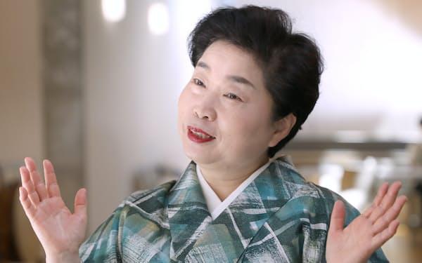つゆの・みやこ 1956年大阪府堺市生まれ。高校卒業後、74年露の五郎に入門。91年から「東西女流落語会」を主宰。2011年から上方落語協会理事。東西落語界の最古参の女性落語家として、男女共同参画社会への提言にも取り組む。