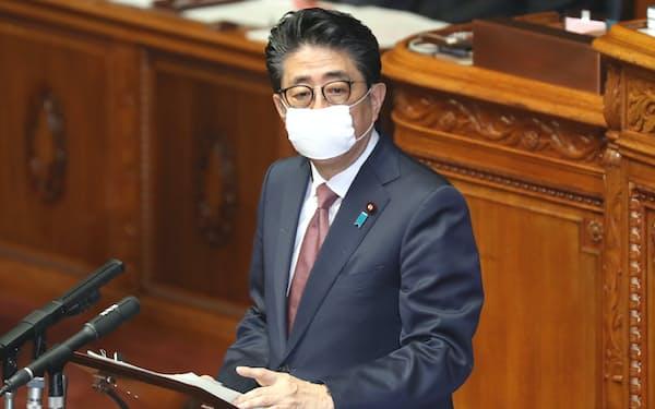 安倍首相もマスクを着用する
