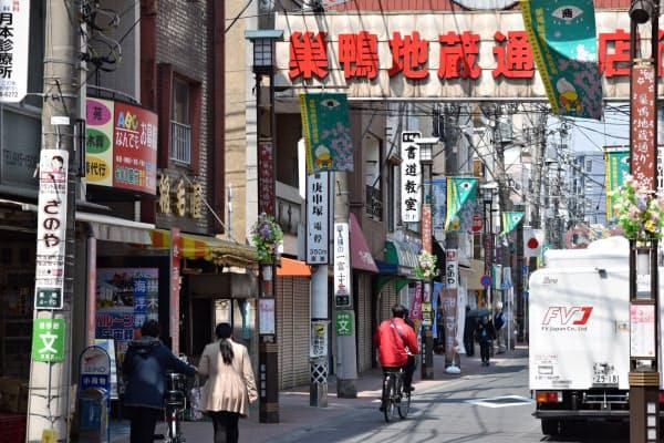 地蔵通り商店街は、普段よりも人影がまばらだ(東京都豊島区、午前)