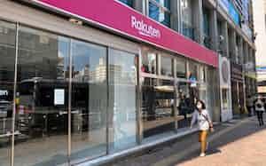 楽天モバイルは新型コロナウイルスの感染防止で、臨時休業の店舗を増やしている(東京・渋谷)