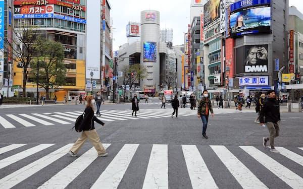 コロナ危機の影響はどこまで広がるか…(3月28日、東京都のJR渋谷駅前)