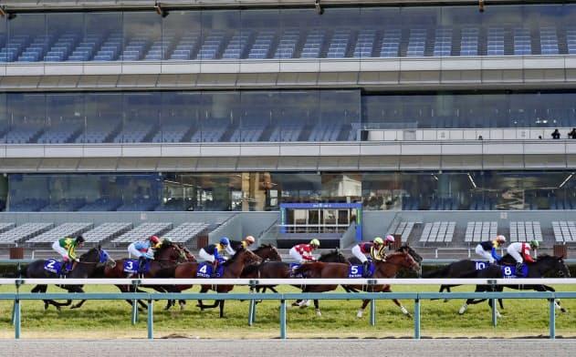 無観客で大阪杯を開催した阪神競馬場。12日には桜花賞が予定されている=共同