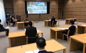 全国知事会の会合はテレビ会議方式で開いた