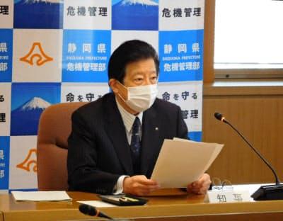 川勝平太知事は東京都など緊急事態宣言の指定地域への訪問をなるべく避けるよう県民に訴えた(8日、県の対策本部)