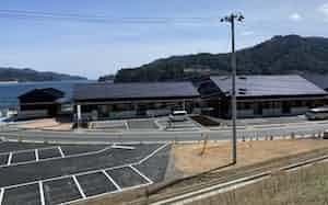 4月後半の開業が予定される観光物産交流施設「おがつ・たなこや」。雄勝湾の美しい風景が見下ろせる。(宮城県石巻市雄勝地区)