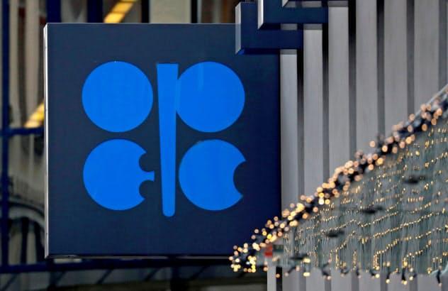 OPECとロシアなど非加盟の主要産油国は9日に緊急テレビ会議で協調減産を協議する(ウィーンのOPEC本部)=ロイター