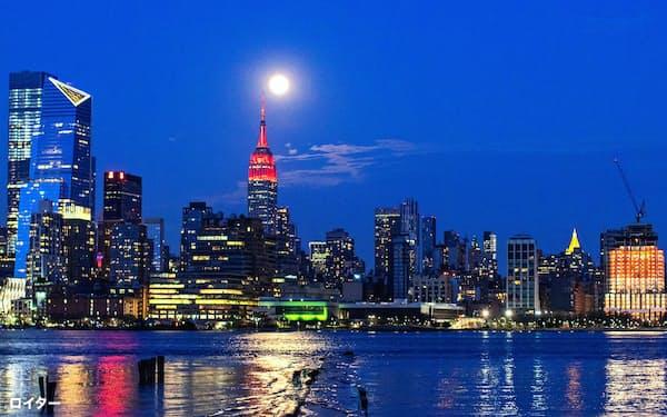 新型コロナウイルスの影響で、ニューヨークの超高層マンション市場も冷え込んでいる=ロイター
