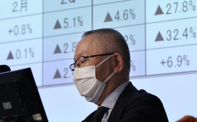 ファストリ38%減益 柳井会長「戦後最大の危機」