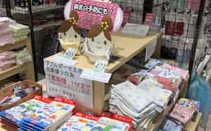 各店舗に手作りマスクの特設コーナーを設置している(岡山本店)