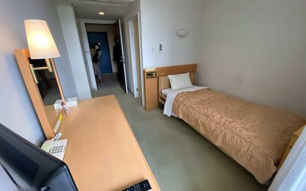 部屋にはテレビなどが設置されている(10日、神戸市)